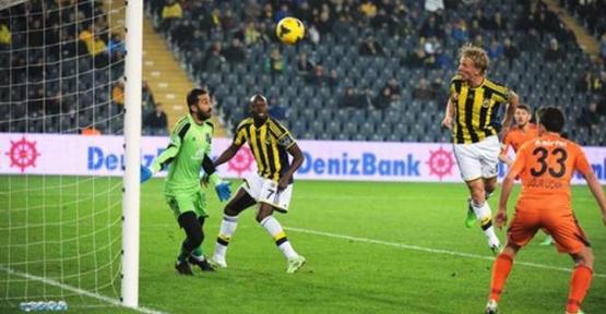 Fenerbahçe Başakşehir'i 2-0 ile geçti