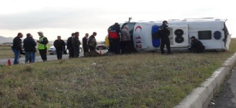 Aksaray Konya Karayolunda Ambulans takla attı