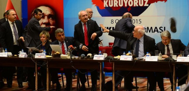 Kılıçdaroğlu'na ayakkabı fırlattılar