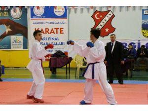 Aksaray'da Analig Karate Yarı Final Müsabakaları Yapıldı