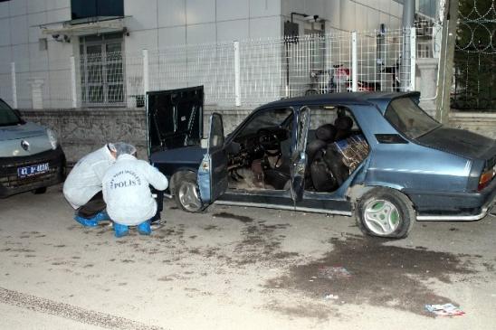 Konya'da terk edilmiş otomobilden cephanelik çıktı