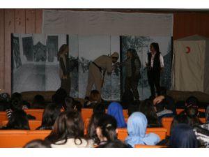 Kulu'da 'Benim Adım Çanakkale' Tiyatrosu Sahnelendi