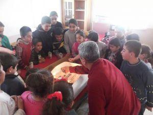 Öğrencilere Pasta Sürprizi