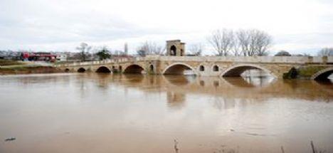 Tunca Nehri bazı bölgelerde taştı