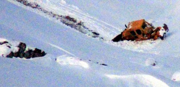 Yolu açmaya çalışan dozer uçuruma yuvarlandı