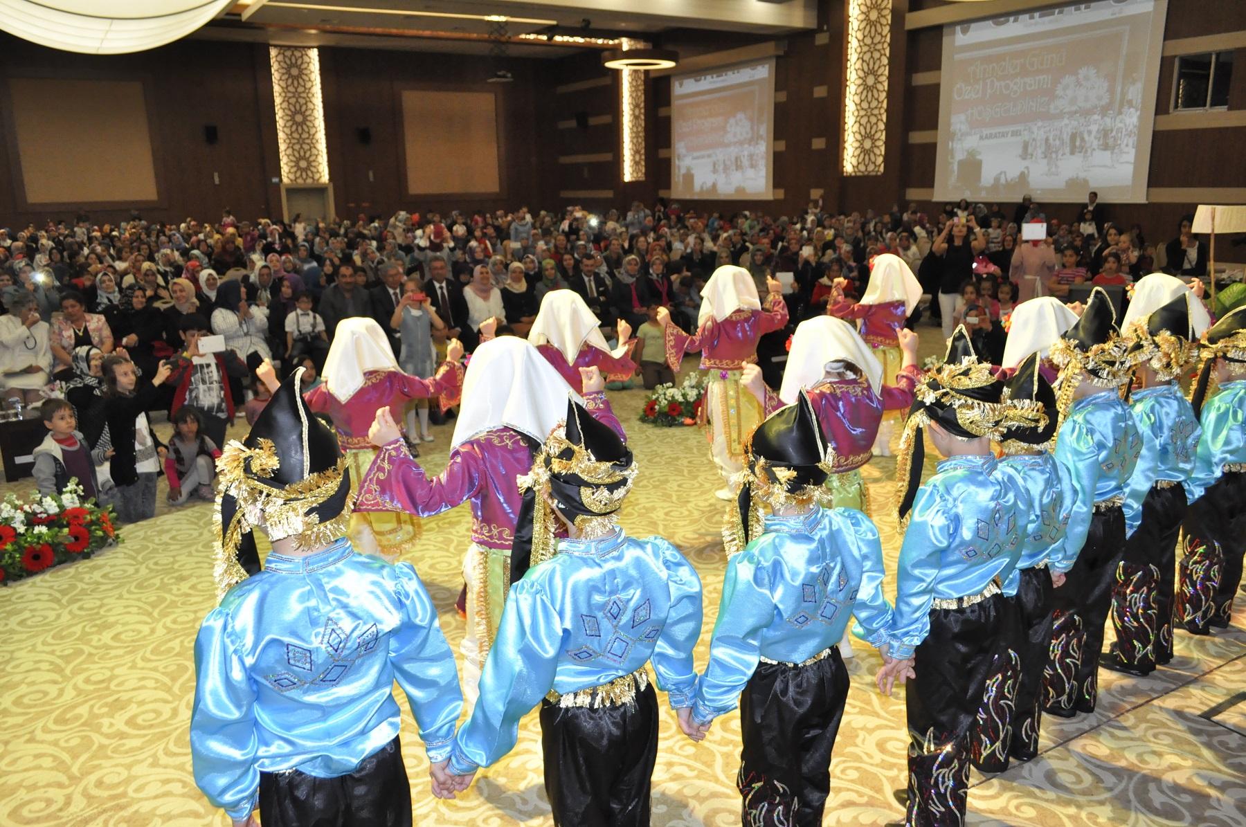 Karatay'da Yapılan Özel Program İle Anneler Günü Kutlandı