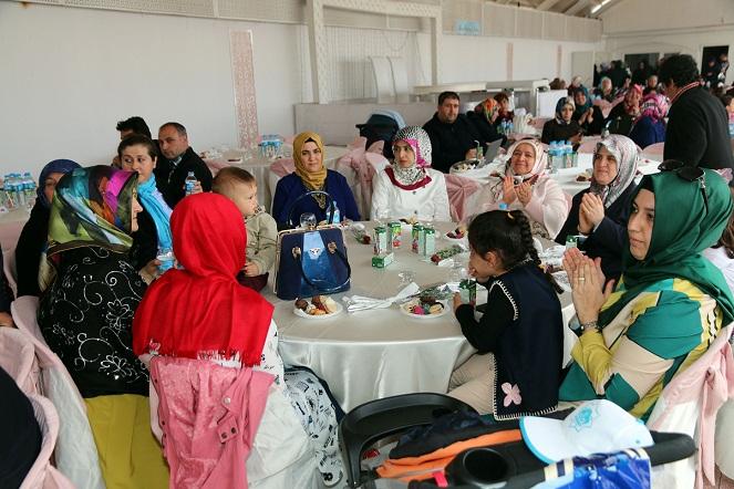 Aksaray Belediyesi'nden Annelere Mine Gez Konseri