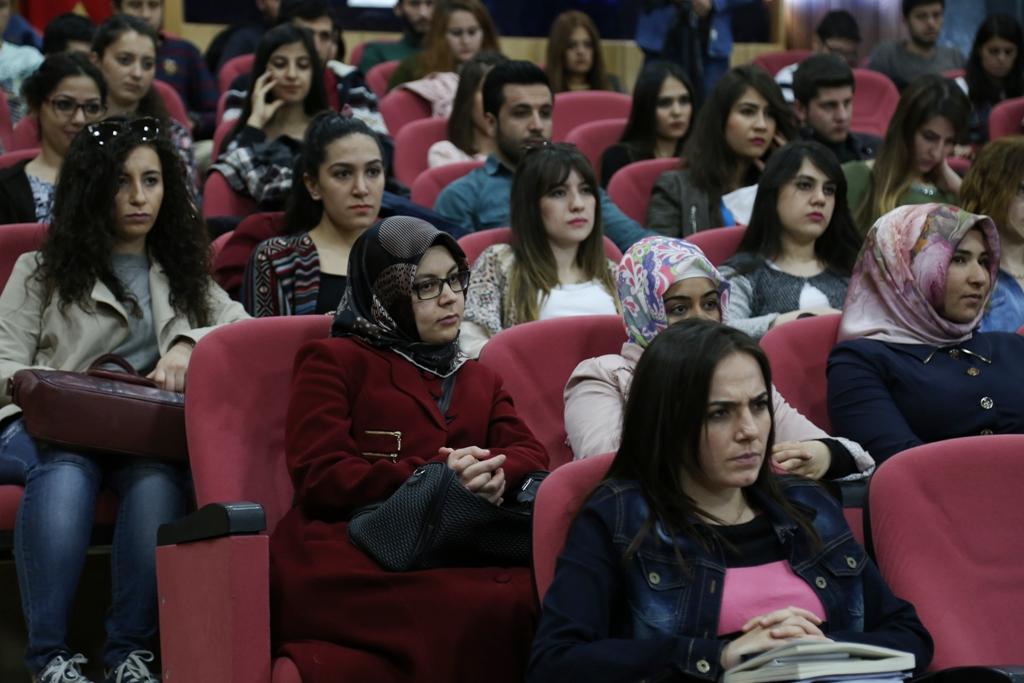 ASÜ'de Kariyer Zirvesi Konferansı