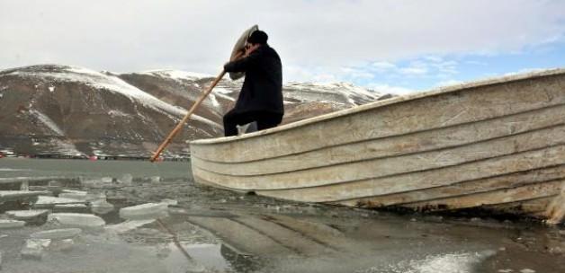 Baraj dondu tekneler buza gömüldü