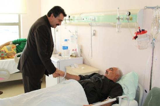 Başkan Kale'den hasta ziyareti