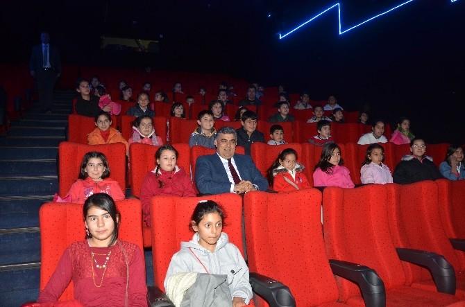 Başkan Özgüven Öğrencilerle Film İzledi