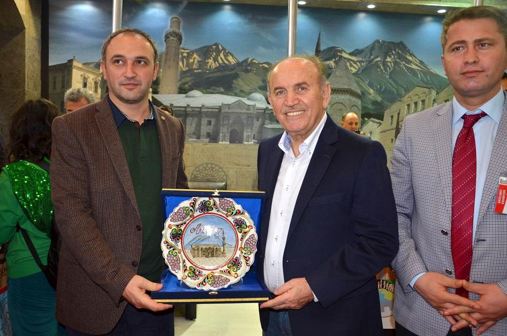 Başkan Topbaş, Aksaray standına hayran kaldı