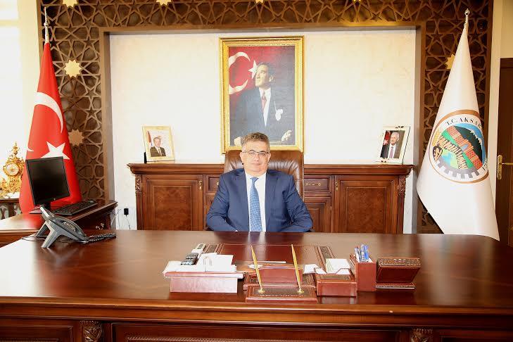 """Vali Aykut Pekmez'in""""Babalar Günü""""  Mesajı"""