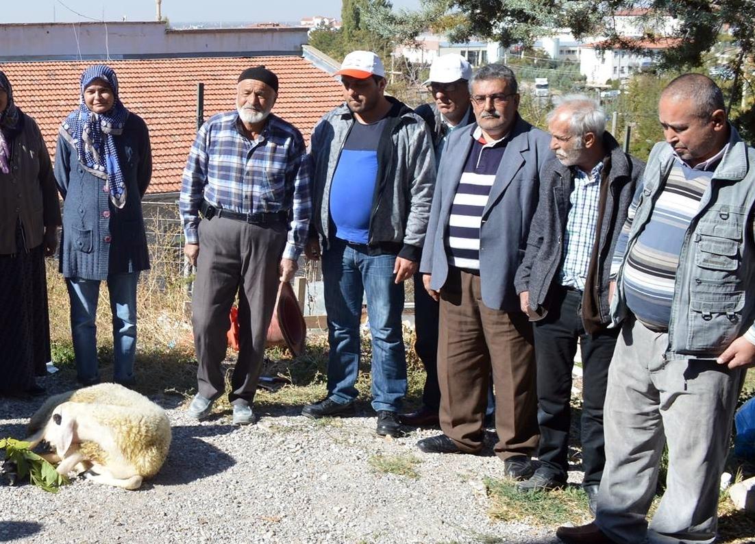 """Kızları EKPSS'yi Kazanarak Memur Olan Aile;  """"TRSM' DE Kurban Kesti"""""""