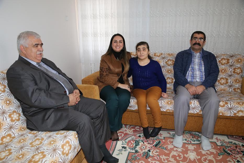 Yeşim Pekmez Hanımefendi; engelleri kaldıran Türkçe öğretmeni Aygül Altuntaş'a ziyaret etti