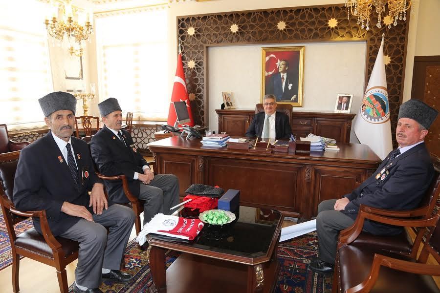 Aksaray Muharip Gaziler Derneğinden Vali Aykut Pekmez'e anlamlı ziyaret.