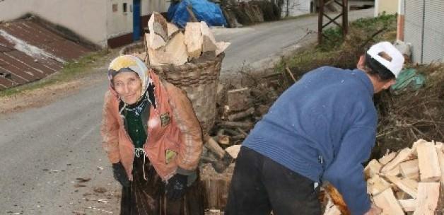 Bu köyün yükü kadınların omzunda