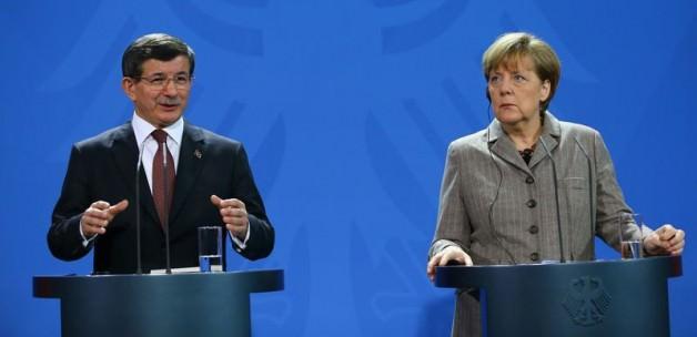 Davutoğlu ve Merkel açıklama yaptı