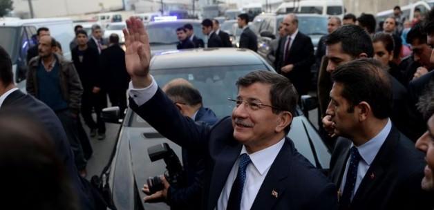 Davutoğlu'na Esenyurt'ta yoğun ilgi