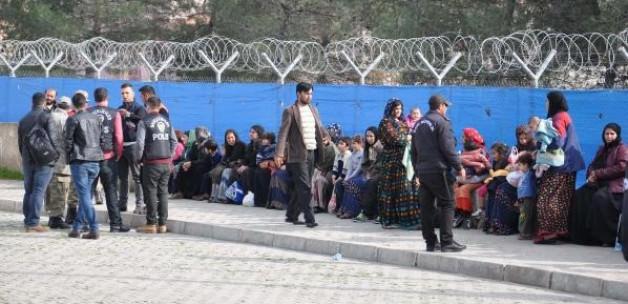 Dilencilik yapan, 500 evsiz Suriyeli çadırkentte