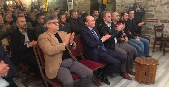 """Erbakan Vakfı Bursa İl başkanlığının """"Yeni Bir Dünya Konferansları"""" serisinin bu ayki konuğu Nihat Genç'ti."""