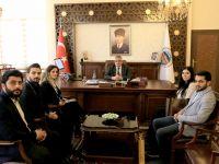 Sığınmacılar ve Göçmenlerle Dayanışma Derneği Vali Aykut Pekmez'i ziyaret etti